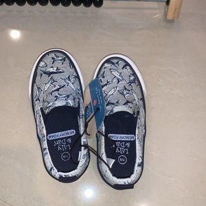 Boys Memory Foam Canvas Shark Shoes 7/8 T NWT